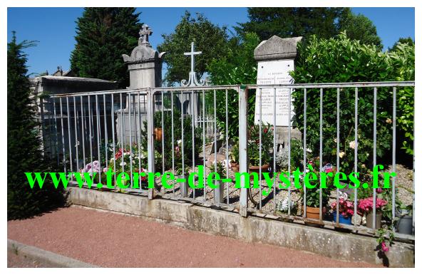 Dans le cimetière de Loyasse, à Lyon 5ème, tombe de Maître Philippe
