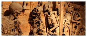 Les momies de Saint Bonnet le CHateau, dans une crypte, sous l'église